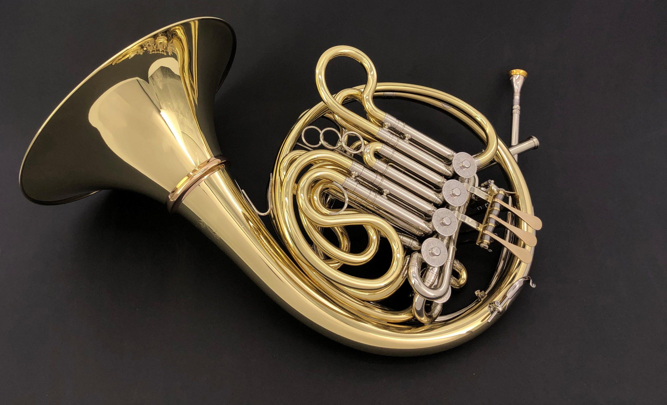 Americus Triple horn Messing