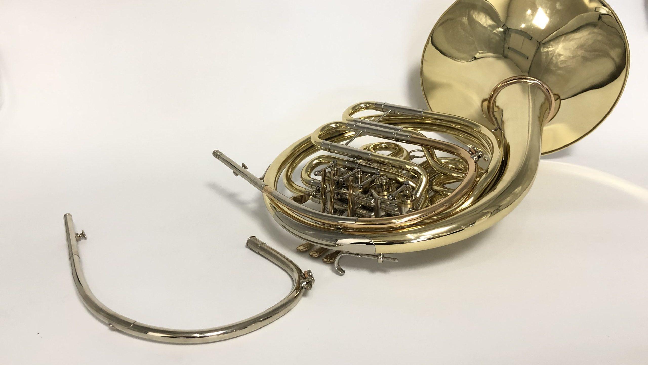 Horn mit auswechselbarem Mundrohr
